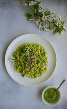 Food styling and food photography. Pea pesto Gluten Free Pasta, Gluten Free Recipes, Food Photography, Photography Backdrops, Pesto Recipe, Frozen Peas, Food Styling, Food Processor Recipes