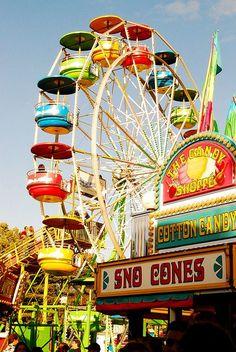 Vintage carnival - sno cones and ferris wheel Summer Of Love, Summer Fun, Summer Time, Art Du Cirque, Sno Cones, Carrousel, Carnival Rides, Fun Fair, Usa Tumblr