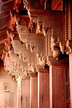 Columns at The Red Fort Agra Columns at a Hindu Palace in Rajasthan, India Architecture Antique, Art Et Architecture, Islamic Architecture, Beautiful Architecture, Beautiful Buildings, Architecture Details, Modern Buildings, Varanasi, Goa India