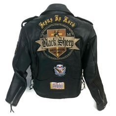 Leather Motorcycle Jacket Harley Davidson Black Sheep Patches Size Men's 42 #Subay #MotorcycleJacket Harley Davidson Patches, Black Leather Motorcycle Jacket, Vintage Biker, Bike Ideas, Black Sheep, Sharp Dressed Man, Tank Top Shirt, Leather Men, Men Dress