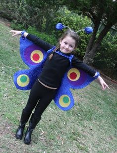 the humming cat: Book Week Halloween Projects, Diy Halloween Costumes, Halloween 2017, Cool Diy Projects, Projects For Kids, Sister Costumes, Family Costumes, Butterfly Costume, Butterfly Wings