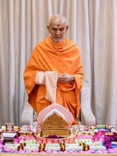 Swamishri performs his daily puja Folded Hands, 30 September, Hd Wallpaper, Jay, 30th, Two By Two, Wallpaper In Hd, Wallpaper Images Hd