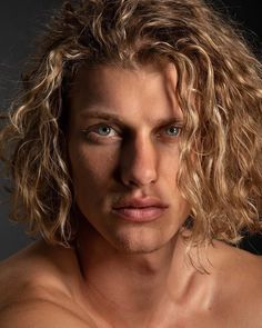 The long hair style for men specially curly hair is getting trendy in men of all ages. The combination of curly and long hair gives sexy and awesome look to the personality. Long Blonde Curly Hair, Blonde Hair Boy, Boys With Curly Hair, Blonde Boys, Guys With Blonde Hair, Men Haircut Curly Hair, Long Hair Guys, Blond Men, Blonde Jungs
