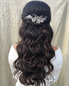 Bridesmaid wavy hairstyle for long hair Wavy Updo, Braids For Long Hair, Wavy Hair, Bouncy Curls, Updos, Wedding Hairstyles, Fashion Ideas, Minimal, Bridesmaid
