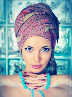 Don& ban the TURBAN! New HOT summer street trend! Straight from India to the streets of Milan! Turban Hijab, Turban Mode, Head Turban, Turbans, Headscarves, Summer Fashion Trends, Summer Trends, African Head Wraps, Street Trends