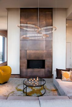 A fireplace highlighted with copper panels for safety and a bold modern look. texturadas sala How To Expand Living Room With Fireplace With Copper Panels texturadas interior Metal Fireplace, Home Fireplace, Modern Fireplace, Living Room With Fireplace, Fireplace Surrounds, Fireplace Design, Fireplace Mantels, Fireplaces, Fireplace Ideas