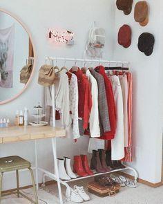 Closet Simples - Estilo Próprio by Sir Closet Bedroom, Bedroom Decor, Bedroom Inspo, Teen Bedroom, Bedroom Ideas, Aesthetic Rooms, Dream Rooms, New Room, House Rooms