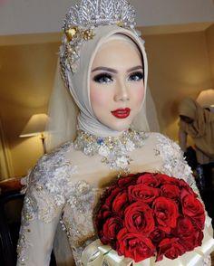 @elvasoemantri Wedding reception Wedding Organizer @wildan_setiawan terimakasih untuk kerjasamanya #ultrahdgeneration #anpasuha #wedding #hijab #bride #Bandung #makeupartist by anpasuha