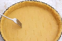 Aluat de tartă dulce sau sărat - rețetă pas cu pas. Rețetă de aluat fraged pentru tarte dulci sau sărate, plăcinte și biscuiți. Pate brisée. Shortcrust pastry. Care sunt, deci,... Pastry Recipes, Pie Recipes, Sweet Recipes, Dessert Recipes, Best Lemon Meringue Pie, Best Pie, Shortcrust Pastry, Baking Tins, Italian Recipes