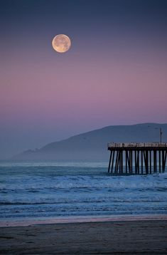 ✮ Full moon sets over Pismo Beach at sunrise on winter morning - CA