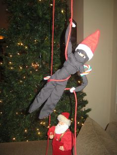 one of the funniest elf on the shelf ideas i have seen yet. seriously. funny. :D