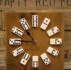 ¡Un reloj de la cocina con fichas de dominó!