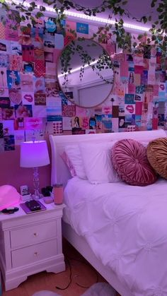 Neon Bedroom, Cute Bedroom Decor, Bedroom Decor For Teen Girls, Room Ideas Bedroom, Teen Room Decor, Bedroom Inspo, Teen Bedroom Desk, Teen Girl Rooms, Teenage Room