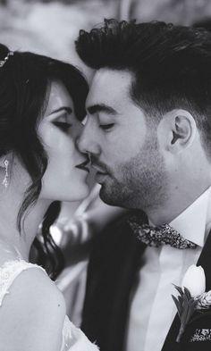Estos 6 consejos os servirán de gran ayuda para salir genial en las fotos. #bodas  #bodasnet #novios #noviasespaña #bodaespaña #noscasamos #amor #españa #spain #es #novia2018 #novia2019 #pinespaña #espana #inspiración #decoraciondeboda #boda2019 #fotos #fotosdeboda #fotosparaeldiadelaboda #fotosoriginales #sonrisa #fotografos #foto #ideasparafotos In This Moment, Couples, Couple Photos, Stylish, Ideas, Boyfriends, Wedding Pictures, Wedding Decoration, Couple Shots