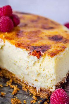 Creme Brulee Cheesecake, Cheesecake Recipes, Dessert Recipes, Dessert Food, Worlds Best Cheesecake Recipe, Creme Brulee Cake, Cheesecake Crust, Cheesecake Pudding, Food Deserts
