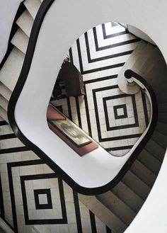 The Havana architect Rafael de Cárdenas designed a house for Hilda Sarra that was inspired by Le Corbusier's Modernist work, but also included this Art Deco-inspired staircase.