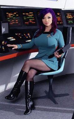 Yaya Han Star Trek Crew, Star Trek Tos, Star Wars, Star Trek Characters, Star Trek Movies, Star Trek Uniforms, Star Trek Cosplay, Star Trek Images, Star Trek Original Series