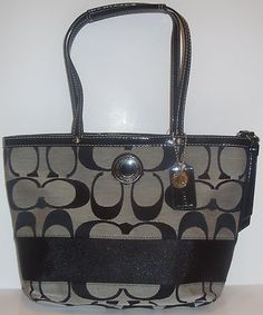 COACH 19046 BLACK WHITE SIGNATURE TOTE NWT + FREE GIFT Buy for $170