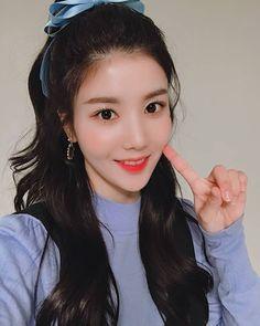 Find images and videos about kpop, izone and eunbi on We Heart It - the app to get lost in what you love. Kpop Girl Groups, Kpop Girls, Sakura Miyawaki, Japanese Girl Group, Kim Min, Pledis Entertainment, Korean Celebrities, The Wiz, Pop Group
