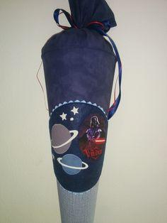 Schultüte aus Stoff - Weltraum (Held) von Zweigstelle Stadtatelier Eisvogel auf DaWanda.com