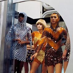 """Three models dressed in dresses way coat of mail rest on the set """"DIM DAM DOM"""", tv show in February 1969, Paris."""