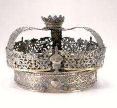 A Hanias Torah Crown by Martin Carl Hanias (1697-after 1765; master 1719), Nuremberg (Germany), 1719-33 comprised of silver: repoussé, cast, pierced, and parcel-gilt. Photo courtesy The Jewish Museum, New York -
