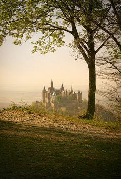 Warum wir Deutschland mögen — allthingseurope: Hohenzollern Castle, Germany...