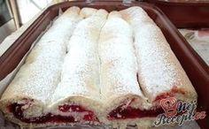 Netradiční višňová roláda s vanilkovým pudinkem | NejRecept.cz Easy Healthy Recipes, Sweet Recipes, Cake Recipes, Easy Meals, Cake Tutorial, Desert Recipes, Themed Cakes, Hot Dog Buns, Cake Decorating