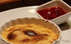 Crème Brûlée mit marinierten Himbeeren