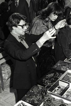"""* """"J'aime qu'une robe soit sobre et un accessoire fou."""" Yves Saint Laurent 1977 © Guy Marineau 1981"""