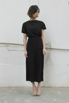 black skirt and tshirt // Elegant casual outfit Seoul Street Style, Looks Street Style, Asian Street Style, Inspiration Mode, Looks Vintage, Mode Outfits, Skirt Outfits, Work Fashion, Fashion Black