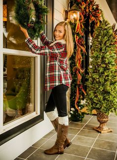 Pair a plaid flannel with leggings and boots for an easy, go-to fall outfit #FallFashion #glamradar