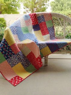 Fabric: Moda's '30s Playtime / Pattern: Fat Quarter Fizz, by Fat Quarter Shop (freebie pattern) // A Quilting Life blog