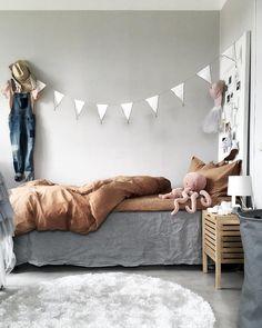 Love this gorgeous kid's room by 👈🏻 Midnatt organic duvet set available online 💫 . Deco Kids, Bed Linen Design, Kids Room Design, Little Girl Rooms, Duvet Sets, Kid Beds, Kids Decor, Home Decor, Boy Room