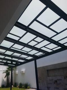 TERRAZA VIDRIO LAMINADO : Balcones y terrazas modernos de DEAALUM