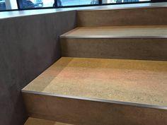 peldaos de gradas escaleras con perfiles rectos de acero en los bordes diseo y