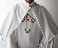 Akamatra: Make a Pope of Rome costume out of a sheet – Upcycle project – Funny Date idea