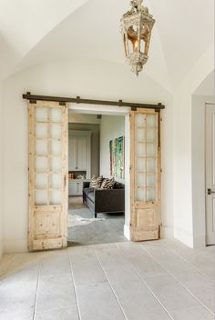 Installing interior barn door hardware can transform the look of your room. Read these steps in buying interior barn door hardware. Casa Magnolia, Flur Design, Interior Barn Doors, Windows And Doors, Sliding Doors, French Doors, Home Projects, Home Remodeling, New Homes