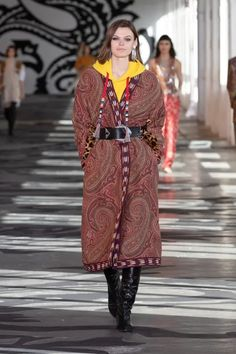 Etro Fall 2021 Ready-to-Wear Collection | Vogue Runway Fashion, Fashion News, Fashion Beauty, Fashion Show, Runway Magazine, Vogue, Future Clothes, Milan Fashion Weeks, Live Fashion
