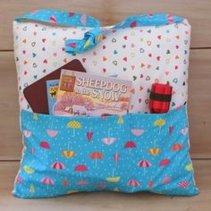 Pocket Pillow Tote for Books |    Crafts a la mode