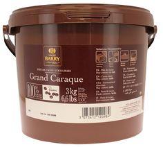 Grand Caraque , nuevo formato en gotas , pasta de cacao pura ( 100%) que otorga a los fondants un intenso color a chocolate al mismo tiempo que reduce ligeramente su sabor dulce .www.artipas.net