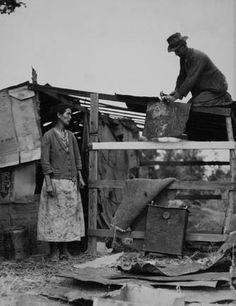 Dispossessed Arkansas farmers, Bakersfield,  California.  1935 Dorothea Lange
