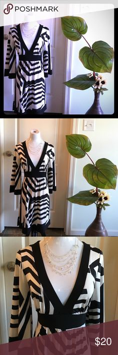 👗Sexy slip on Kimono type dress🎀 Worn once to a party. This dress just slips on. I believe it would fit a small to medium (size 10) because it is stretchy and the tie on the waist makes it adjustable to body shape. Match it with boots and hat 🎀✨ Dresses