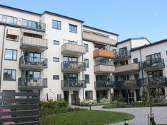 Kvarteret Briggen i Åkersberga har en snygg och slitstark Serporoc-fasad från Weber. Multi Story Building