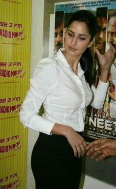 Katrina kaif beautiful pics Indian Bollywood, Bollywood Fashion, Bollywood Celebrities, Bollywood Actress, Katrina Kaif Photo, Katrina Pic, Desi Girl Selfie, Hollywood Heroines, Stylish Dpz