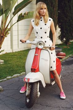 Suki Waterhouse Makes A Good Case For Wearing Pumps In Stylish Superga Campaign - MyDaily UK