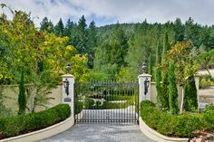 French Flair in California An interior designer re-imagined an energy-efficient home in wine country to reflect his European sensibilities, including Versailles-inspired touches. Driveway Entrance Landscaping, Driveway Design, Driveway Gate, Backyard Landscaping, Fence Wall Design, Fence Design, Farm Entrance, Farm Gate, Entrance Gates