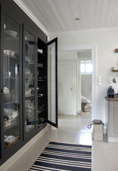 Glass door black cabinetry in khaki kitchen © Anne Manglerud via No 20.