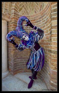 Venice Carnival 2012 -Venezia di Carnevale - Monello verbiegt sich von Ursula Kuprat