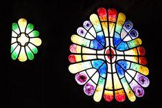 Art Nouveau Stained Glass Window at Colonia Güell, Barcelona by Carlos Lorenzo… Barcelona Architecture, Antoni Gaudi, Modern City, Barcelona Spain, Stained Glass Windows, Diy Art, Art Nouveau, Mosaic, Artist